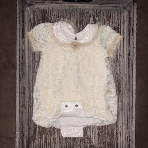 🍼🍼🍼 Beautiful lace outfit